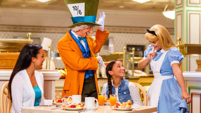 Moms Panel Monday: Advice for Dining with your Favorite Disney Friends
