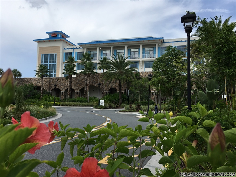 Loews Sapphire Falls Update: Walking Around this Colorful Resort – Full Article