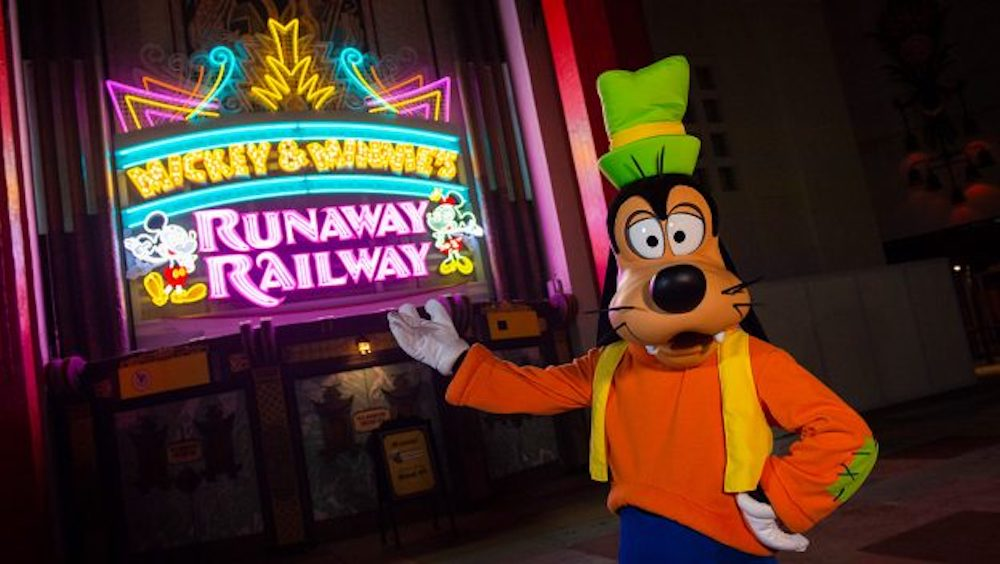 New Marquee for Mickey & Minnie's Runaway Railway Lights Up Disney's Hollywood Studios – First Look!