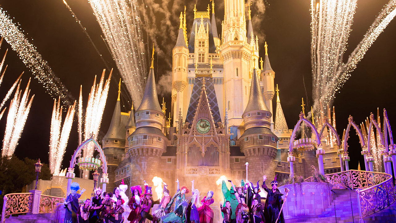 #DisneyTweens – Boo-to-You at Mickey's Not-So-Scary Halloween Party!