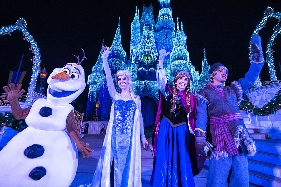 Catch the Replay of the #DisneyParksLIVE Stream of 'A Frozen Holiday Wish'