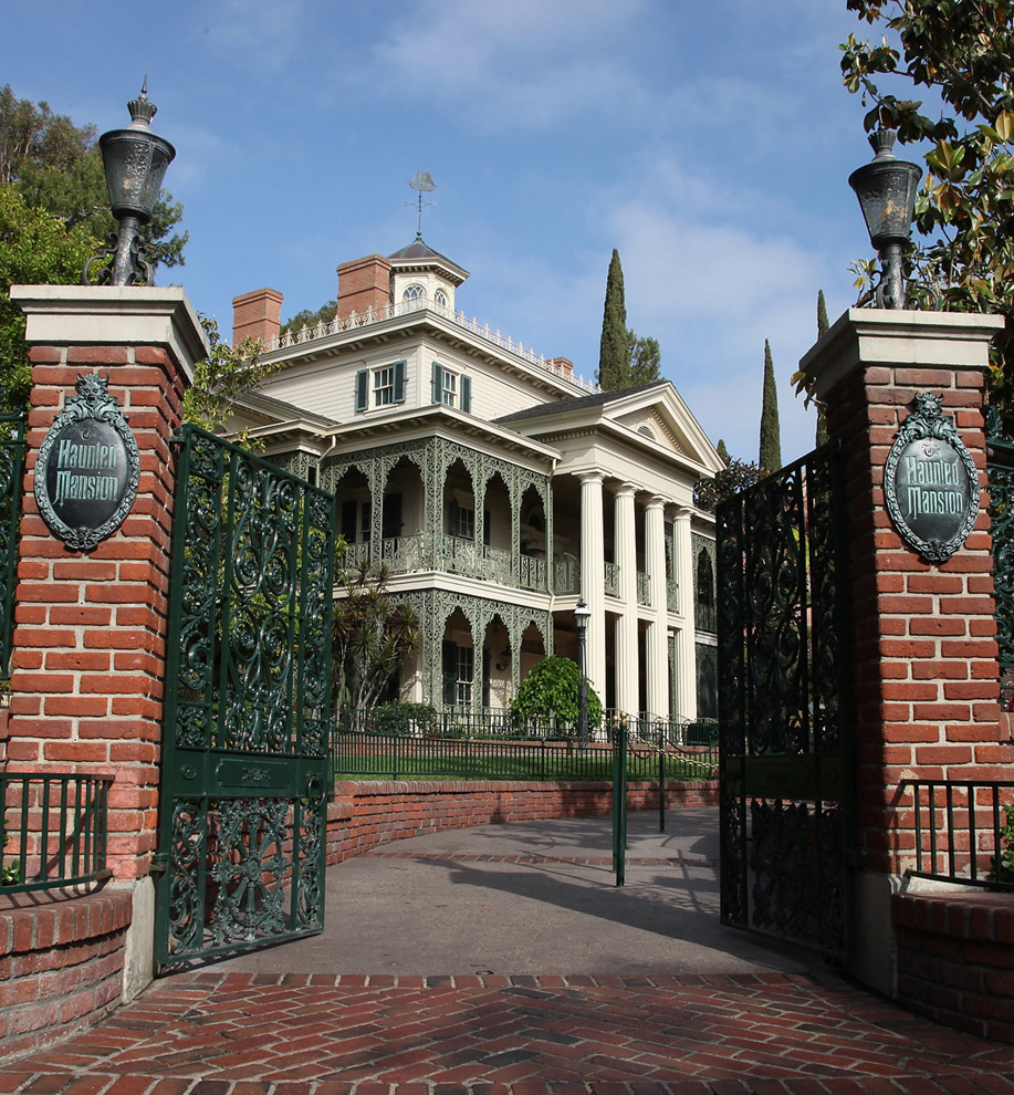 From Screen to Park: Haunted Mansion Holiday at Disneyland Park