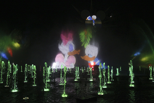 New 'World of Color – Season of Light' Fills the Night with Holiday Magic at Disney California Adventure Park