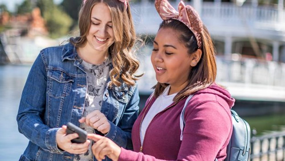 Mobile Ordering Service Coming to 15 Locations at Disneyland Resort