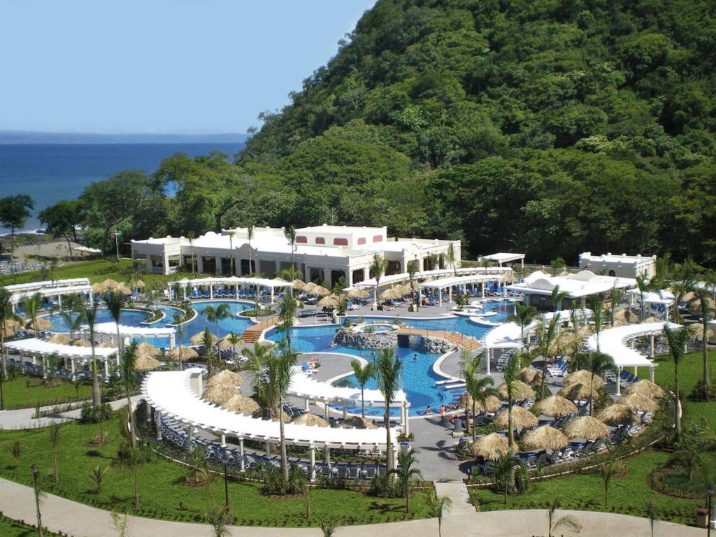 COSTA RICA DEALS – 4 Night All Inclusive with Flights !